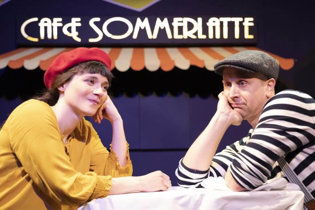 """Frederike Oster und Johannes Nehlsen in """"Pünktchen un Anton"""" im Ohnsorg Studio. © Sinje Hasheider"""
