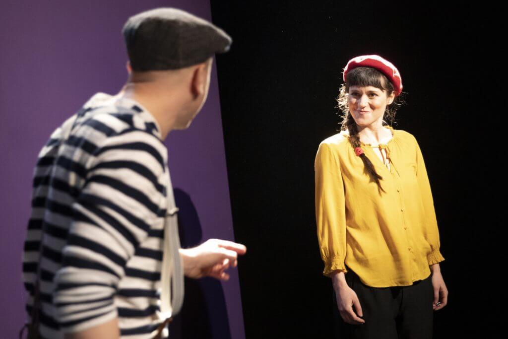 """Johannes Nehlsen und Frederike Oster in """"Pünktchen un Anton"""" im Ohnsorg Studio. © Sinje Hasheider"""